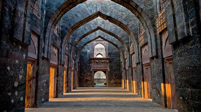 India Hindola Mahal in the city of Mandu-2017 Bing Desktop Wallpaper Views:360