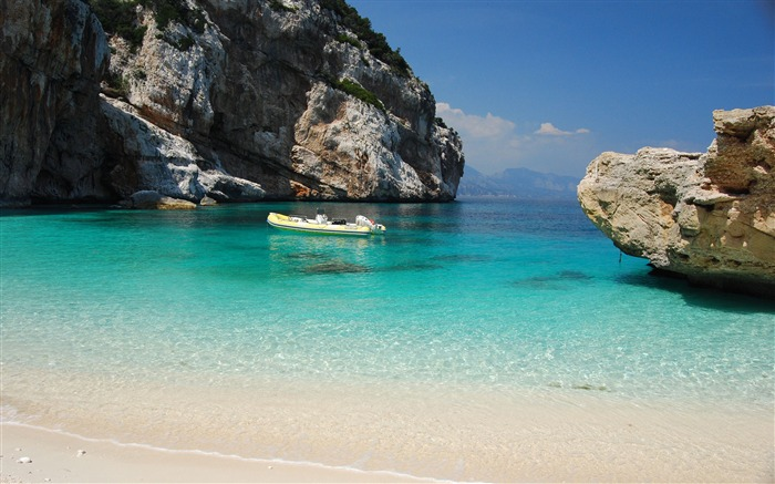 Ocean Beach Boat-Italy Peninsula Sardinia Wallpaper