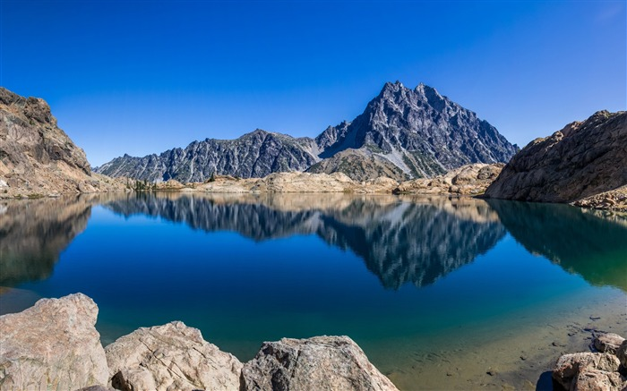 Rocky lake water reflection-High Quality Wallpaper Views:1217