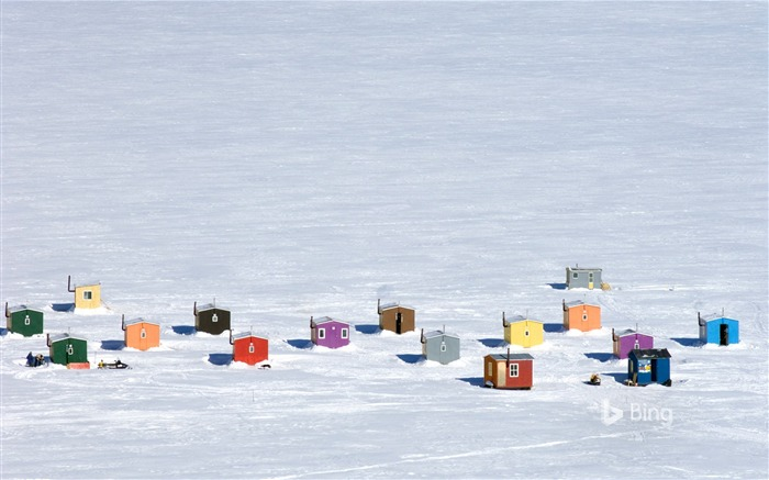 Que Overhead of ice fishing huts in Anse-St-Jean-2017 Bing Desktop Wallpaper