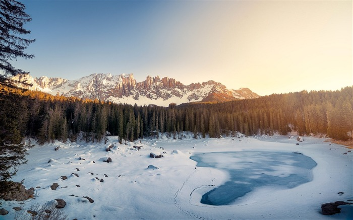 Lake winter italy-High Quality Wallpaper