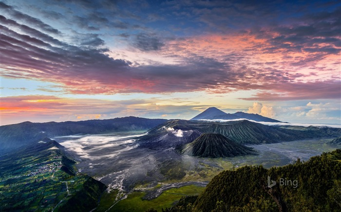 Title:Indonesia Smoldering Mount Bromo in East Java-2017 Bing Desktop Wallpaper Views:153