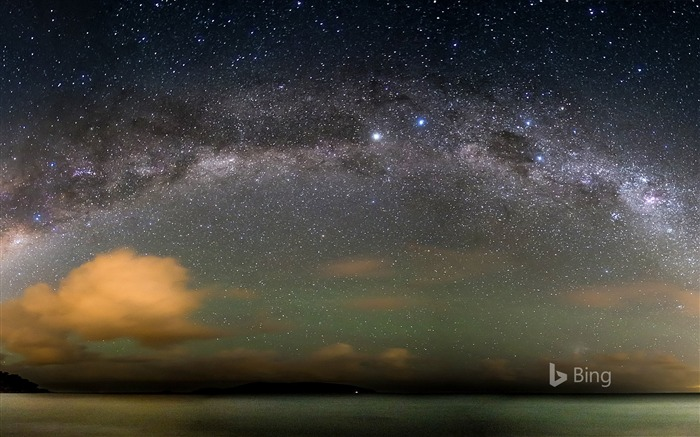 The Milky Way over the Atlantic Ocean-2017 Bing Desktop Wallpaper Views:3530 Date:7/23/2017 12:33:16 AM