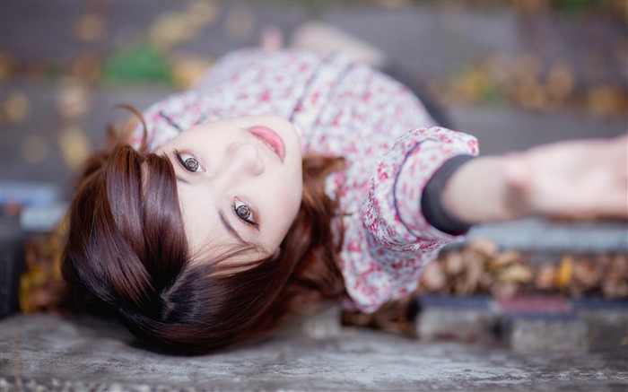 Girl Autumn depth of field contact lenses-Model Photo Wallpaper Views:1330