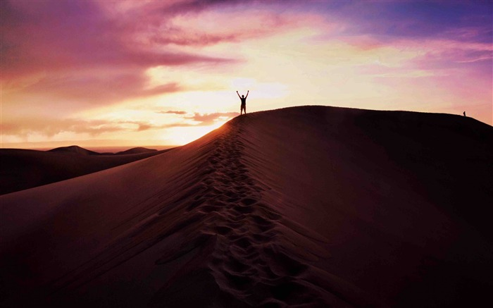 Desert sand man sky evening-High Quality Wallpaper