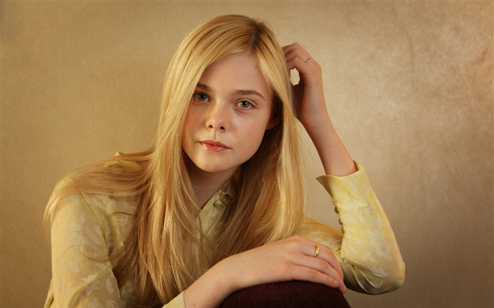 Elle Fanning 2017 Photo Wallpapers