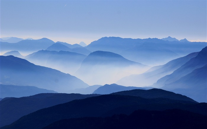 misty mountains High Quality Wallpaper Views:539
