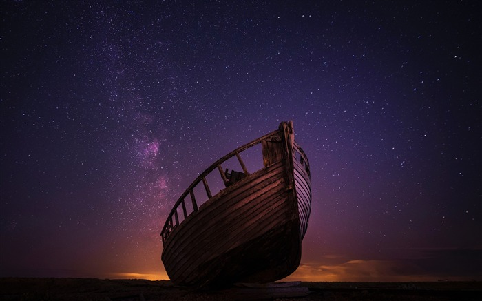 Abandoned wooden boat under the stars Scenery HD Wallpaper Views:1012