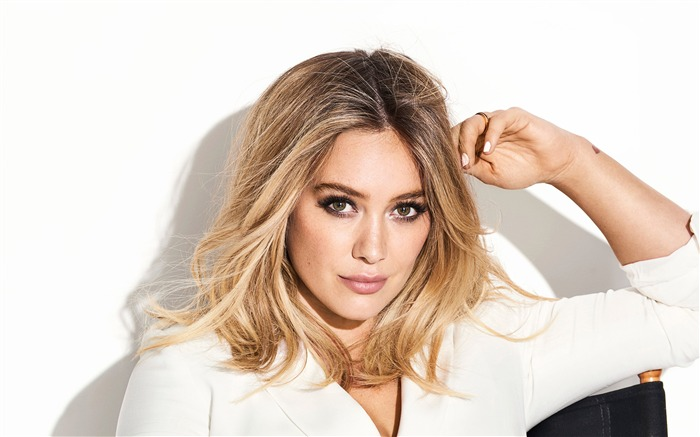 Hilary Duff 2017 Beauty Wallpaper Views:248