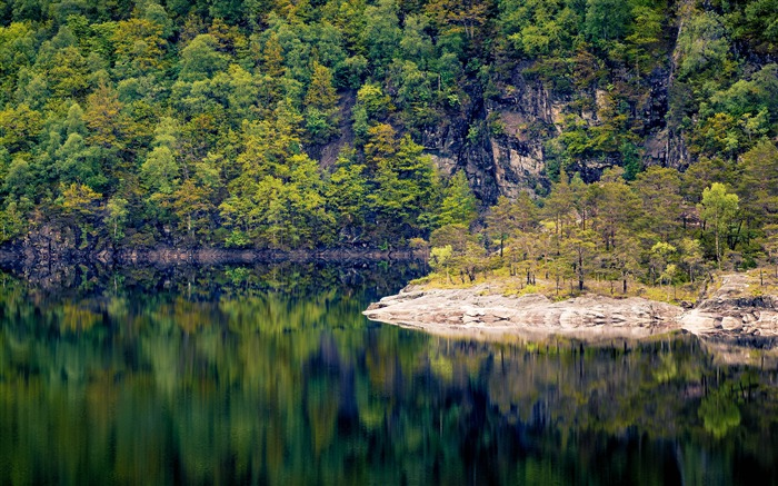 Norway autumn beautiful forest lake reflection  Views:1341