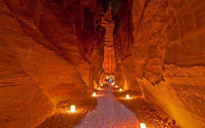 Jordan Al-Khazneh in Petra Bing 2018 Views:1204