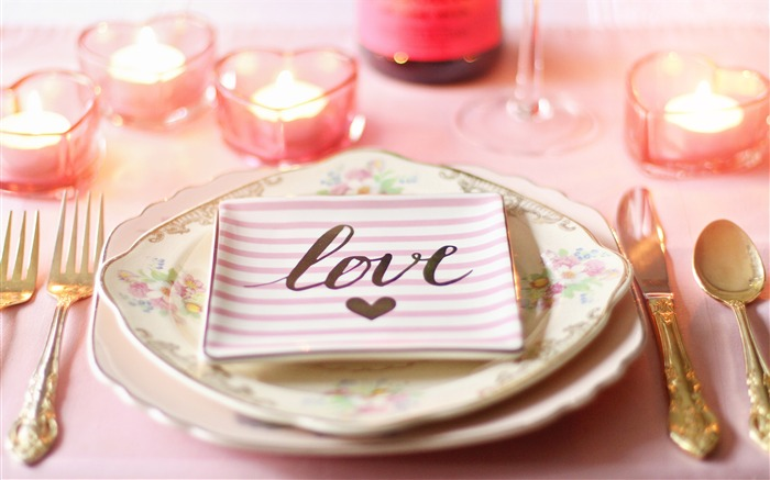 Romantic candlelight love dinner plate Views:867