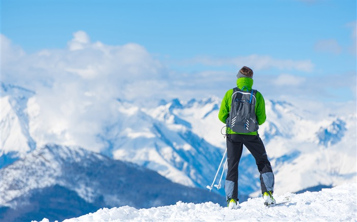 Winter mountaineering adventure enthusiasts Views:320