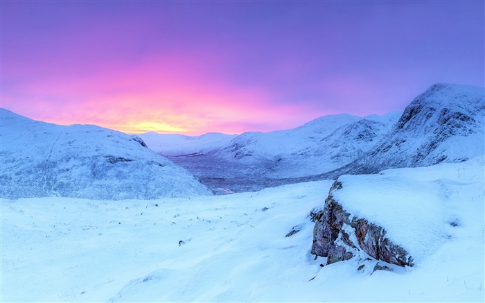 Winter pink sunrise snowy mountains Views:987