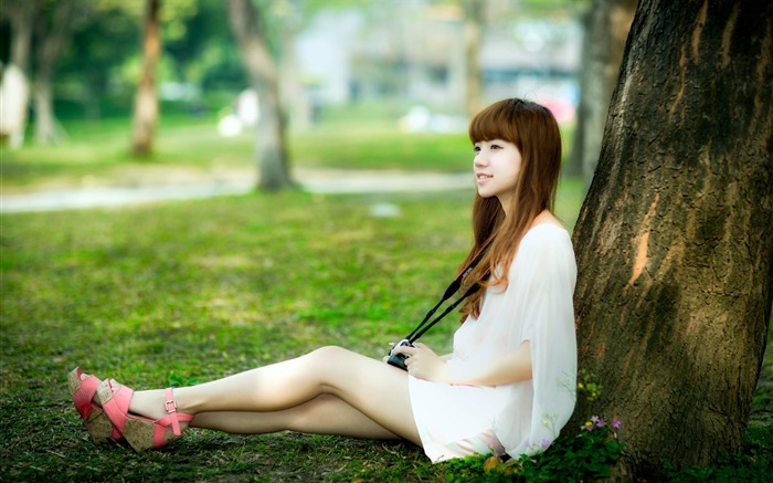 Asian youth pretty girl resting lawn Views:647