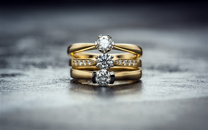 Romantic love rings diamonds closeup Views:285