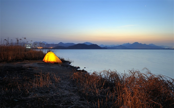 Outdoor tent camping lake dusk Views:3360 Date:10/25/2018 8:10:25 AM