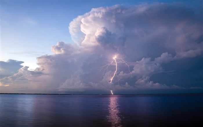 Lightning glow sea 2020 Nature Scenery Photo Views:3602 Date:3/18/2020 7:25:31 AM