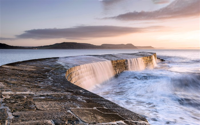 Cobb breakwater Lyme Regis England 2021 Bing Theme Desktop Views:1014 Date:2/27/2021 1:37:19 AM