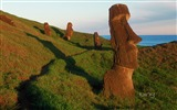 Title:The mysterious Moai statues on Easter Island wallpaper Views:21451