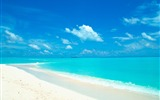Title:blue sky and water in the white sand beach wallpaper Views:78872