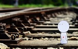 Title:i walk along the railway-love wallpaper pictures Views:7213