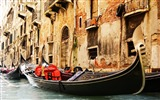Title:gondola venice-Italy landscape photography Desktop Views:12465