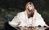 Title:Avril Lavigne Piano music-Music lovers wallpaper Views:14697