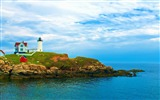 Title:lighthouse on york beach maine-Nature Scenery Wallpaper Views:10074