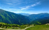 Title:a winding mountain road-Mountain scenery wallpaper Views:9708
