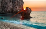 Title:sunset between rocks-Natural scenery HD Wallpaper Views:3976
