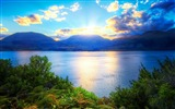 Title:mountains sunlight clouds-Beautiful natural scenery wallpaper Views:23001