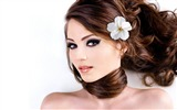 Title:girl with flower in her hair-Girl HD Photo Wallpaper Views:11985
