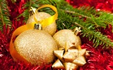 Title:Christmas ball decorative items wallpaper Views:8747