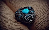 Title:heart pendant book-Romantic HD Wallpaper Views:3637