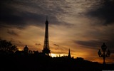 Title:Eiffel Tower-Windows 8 Theme Wallpaper Views:2735