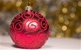 Title:Elegant bauble-Merry Christmas New YearWallpaper Views:1431
