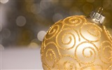 Title:Elegant golden bauble-Merry Christmas New YearWallpaper Views:1733
