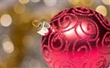 Title:Elegant red bauble-Merry Christmas New YearWallpaper Views:1477