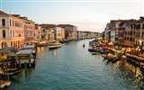 Title:Canal gondoliers buildings-Venice Italy Travel HD wallpaper Views:889