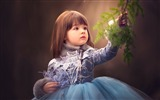 Title:Girl and green branch-International Childrens Day Wallpaper Views:1019