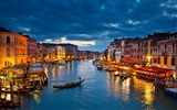 Title:Gondolas river night view-Venice Italy Travel HD wallpaper Views:1193