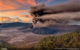 Title:Mt Bromo Sunrise Eruption-2016 National Geographic Wallpaper Views:1371