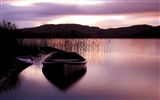 Title:Lake surface boat grass mountains sunset-Scenery HD Wallpaper Views:1052