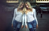 Title:Blonde in jeans at the glass wall-Beauty Photo Wallpaper Views:1357