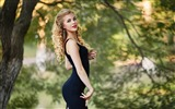 Title:Curly blonde in a black dress-Beauty Photo Wallpaper Views:1438