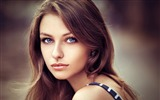 Title:Dark haired girl with blue eyes-Beauty Photo Wallpaper Views:1412