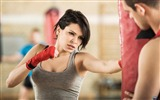 Title:Beautiful girl boxer-Sports Poster Wallpaper Views:440