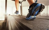 Title:Running on a treadmill-Sports Poster Wallpaper Views:667