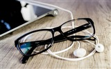 Title:Eyeglasses on table-Life Close-up Photo HD Wallpaper Views:944